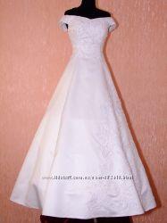 Классическое свадебное платье с гипюром. Распродажа
