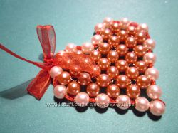 Сердечко из бусин. Подарок-сувенир-подвеска на День Валентина