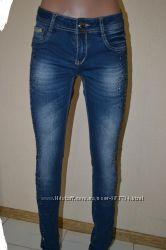 джинсы по  супер цене со стразами