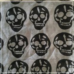 Продамстильный шарф с черепами