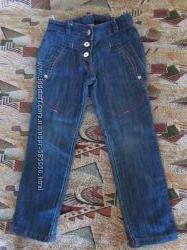Очень классные джинсовые брюки на девочку  рост 110
