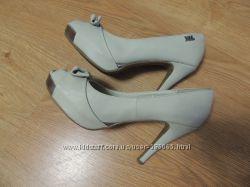 Стильные туфли на каблуке 38 размер - состояние новых