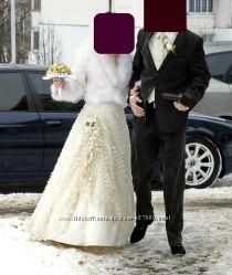 Свадебное платье в полном комплекте с туфлями и аксессуарами.