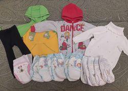 Пакет вещей на девочку от 9 мес до 1,5 г. толстовки, свитер подгузники
