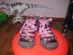 очень красивые ботиночки MOD8 , р24, в отличном состоянии