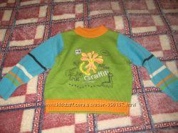 Яркие, тепленькие свитера на 3-5лет ,  новые и б. у