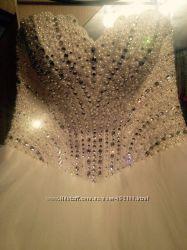 Свадебное платье айвори с открытой ножкой