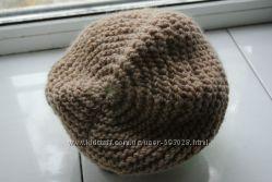 Теплая мягкая вязаная шапочка ручной вязки