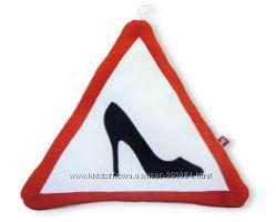 Автомобильные подушки -знаки