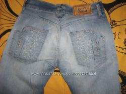 Модные джинсы Motor Casual с вышивкой гладью