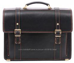 Стильный кожаный портфель чёрного цвета.