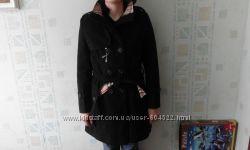 Черное пальто в стиле Burberry