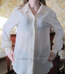 фирменная блузка ажурным воротничком размер М