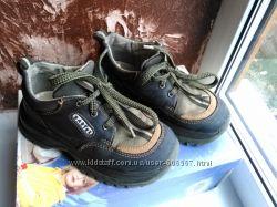 кроссовки на мальчика р. 27