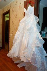 Продам свадебное платье со шлейфом.