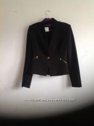 Приталеный чёрный пиджак Zara с декором замеи