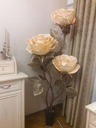 Торшер - светильник , ростовые розы из изолона для фотосессии