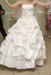 свадебное платье атласное корсет  юбка на кольцах не пышных