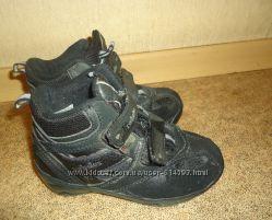 Продам демисезонные ботинки черные комбинированные 27 размера SWISSIES