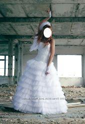 Срочно продам игривое свадебное платье в отличном состоянии торг
