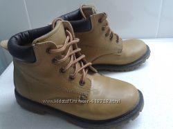 Желтые ботинки для мальчика 33 р