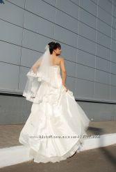 Продам красивое свадебное платье цвета айвори в отличном состоянии.