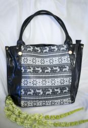 Красивая и стильная сумка со скандинавским принтом.