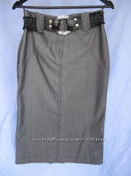 Юбка классическая серого цвета с шлицей сзади р-р 38