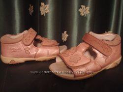 Босоножки Superfit 25 р. кожа, розовый-металлик,  застежка-липучка, на дево