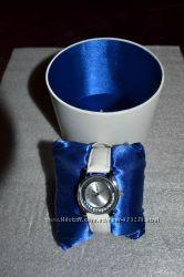 Стильные женские часы от торговой марки SEIKO с камнями сваровски и сапфира