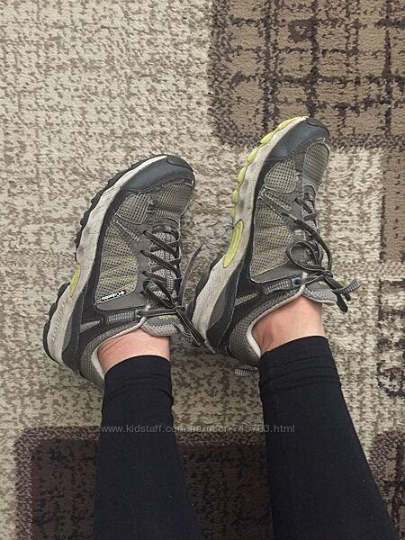 Columbia кроссовки 25.0 см