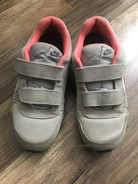 Кроссовки Nike,33 размер в отличном состоянии