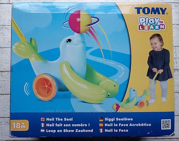 Каталка Тюлень с мячем Tomy T72101