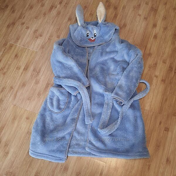 Махровый халат. мягкий и приятный к телу