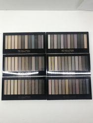 В наличии палетки теней makeup revolution