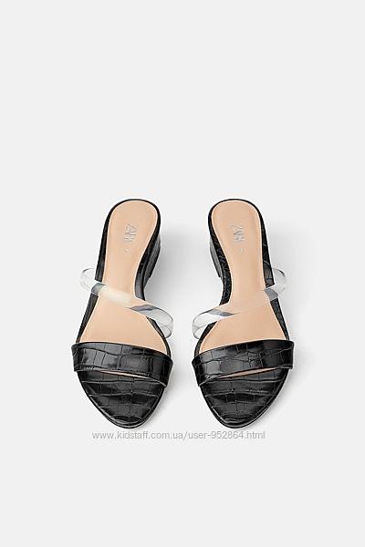 Босоножки шлёпанцы в принт с силиконовой деталью Zara