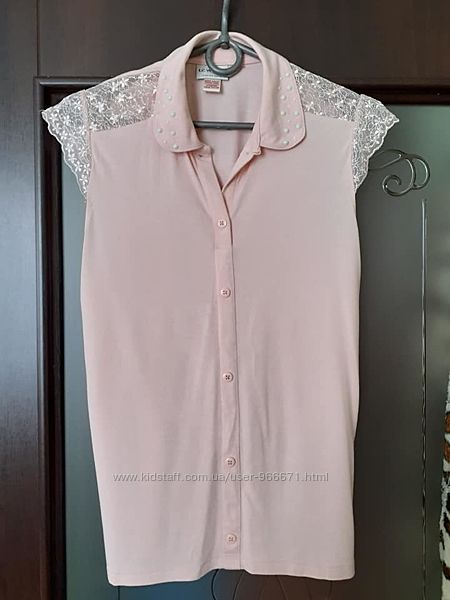 В наличии шикарная блузка на девочку, написано 152-156, но в реале где-то н