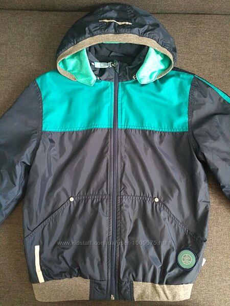 Куртка демисезонная облегченный вариант 146 р. в отличном состоянии