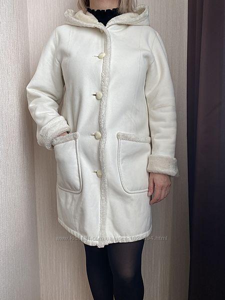 Продам женскую искусственную дубленку белого цвета с капюшоном