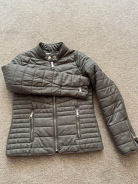 Классная курточка Reserved на рост 135-140 в идеале