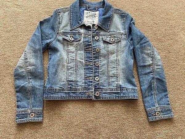 Красивая мягкая джинсовка на рост 140 в отличном состоянии