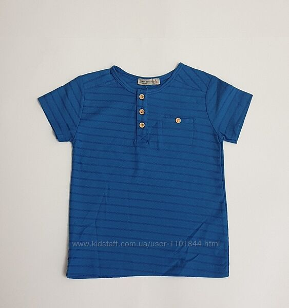 Однотонная синяя футболка для мальчика приталенного силуета с кармашком