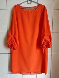 Платье цвета апельсина с удлиненной спинкой