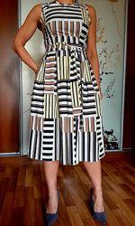 Легкое хлопковое платье с ярким полосатым принтом