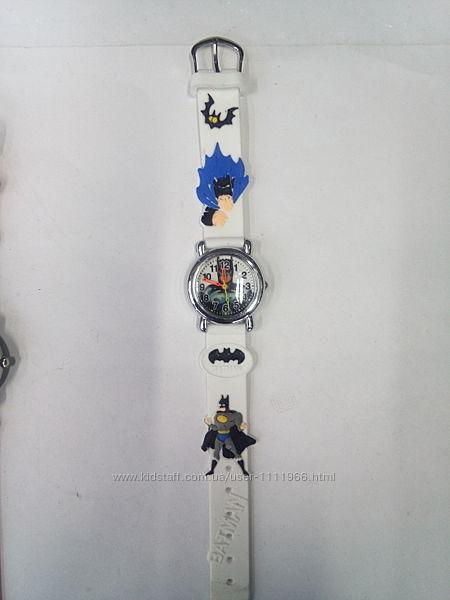 Очень красочные детские часы BatmanБэтмен