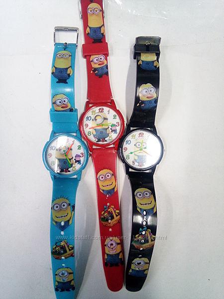 Очень красочные детские часы Миньоны