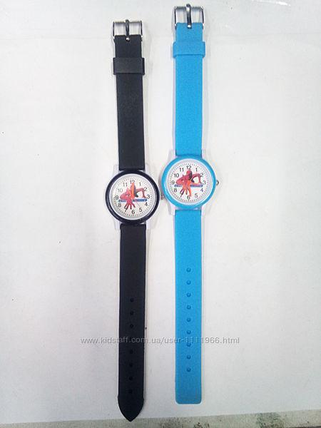 Очень красочные детские часы Человек-Паук
