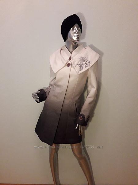 Белое кашемировое осеннее пальто с вышивкой градиентный цвет