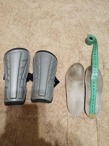 щитки для голеностопов на возраст 6-8 лет и стельки ортопеды