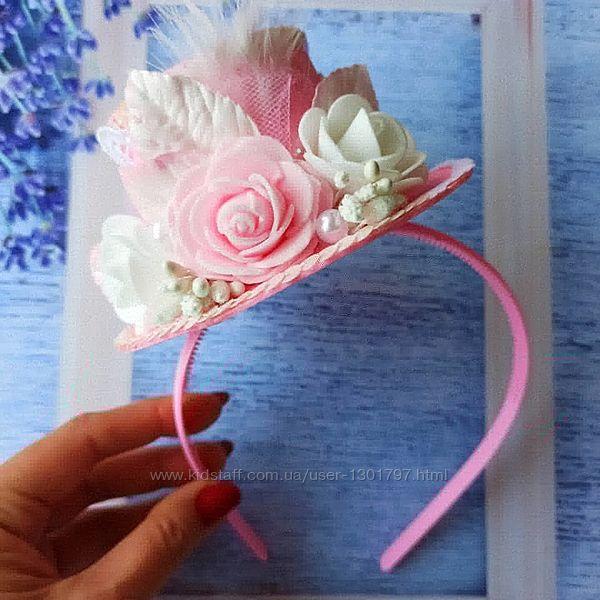 Розовая шляпка с розочками для праздника